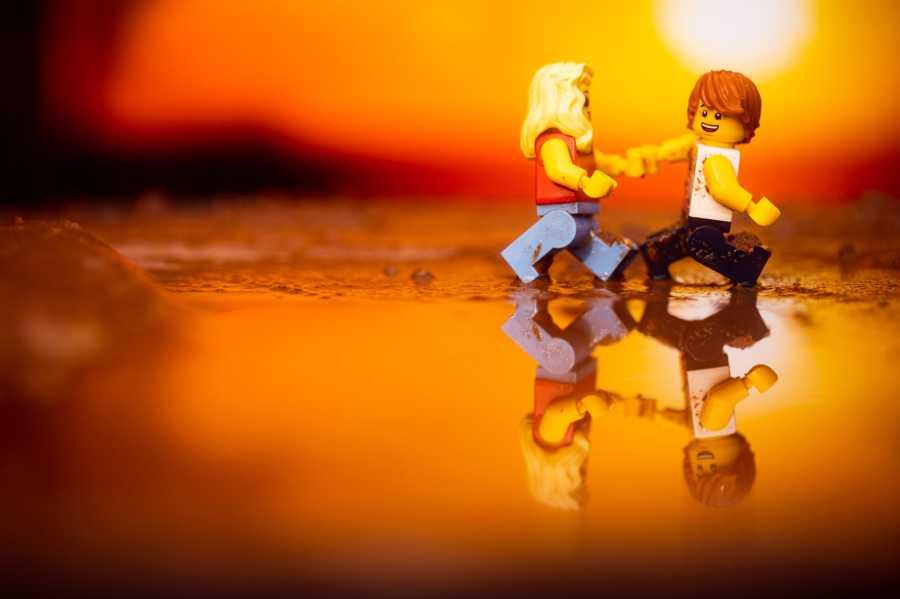 lego minifigures honeymoon photos